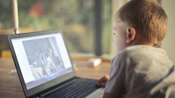 هل الشاشات تسبب مشاكل للأطفال؟