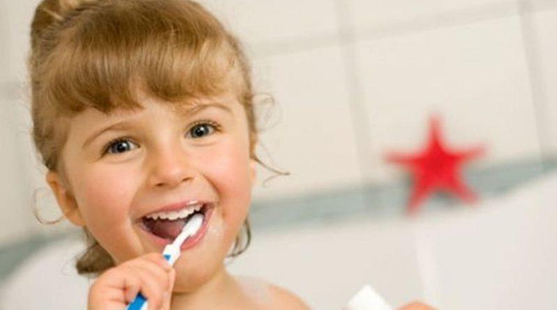 تسوس الأسنان عند الأطفال… الأسباب، الأعراض، الوقاية والعلاج