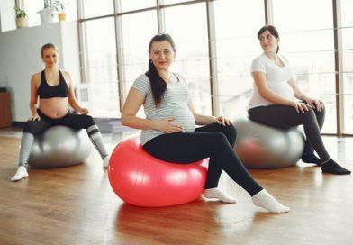 إمرأة حامل تمارس الرياضة